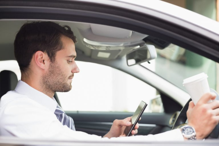 5 ways to Stay Safe this Summer by Avoiding Distracted Driving